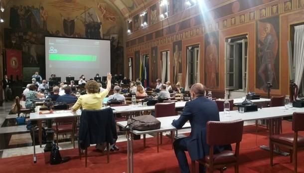 «In Consiglio 15 delibere: impossibile discutere», il centrodestra lascia l'aula