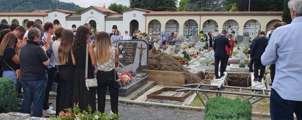 Nembro, l'addio a Daniele, morto a 25 anni: «Ti porteremo sempre con noi»