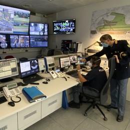 Oltre mille euro di profumi rubati in aeroporto, un arresto e una denuncia