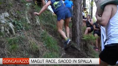Songavazzo, la Magut Race con il sacco di cemento in spalla