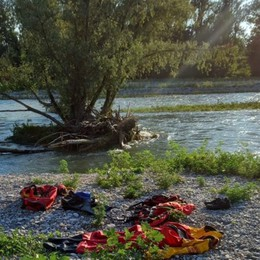 Cadono nelle acque del Serio: soccorsa una donna, il suo cane muore