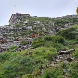 Colpito da un sasso sul sentiero tra il Brunone e il Coca, escursionista soccorso