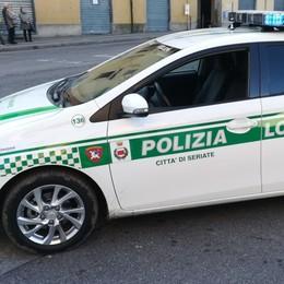 Controlli antidroga a Seriate, tenta di colpire agente con una bottiglia: arrestato