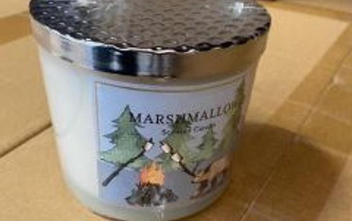 In Dogana senza etichette in italiano: regolarizzate 20 mila candele