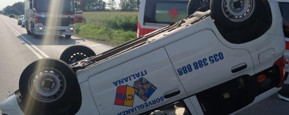 Schianto sulla Francesca: ferita una guardia giurata di 39 anni. In fuga nei campi l'altro automobilista - Le foto