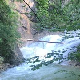 Si ribalta con il kayak, 52enne muore a Olmo al Brembo