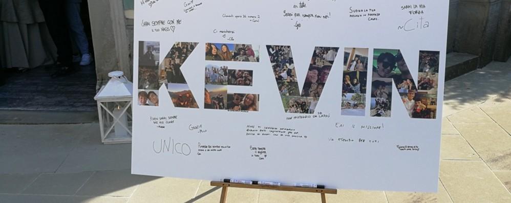 «Ciao Kevin, ora suona in Paradiso»: nel pomeriggio addio al 19enne di Villongo morto in moto
