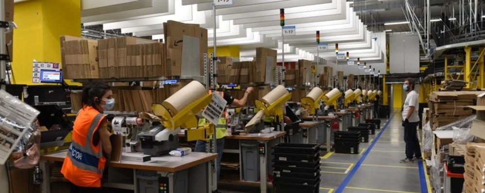 Amazon inaugura il nuovo centro di distribuzione di Cividate: «200 dipendenti, arriveremo a 900» - Foto