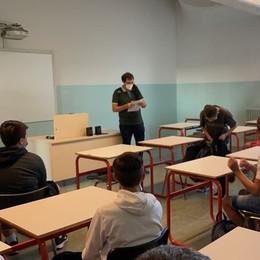 Ingressi scaglionati e in aula con il tutor - Le foto del primo giorno di scuola