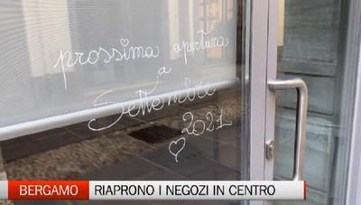 Bergamo, riaprono i negozi in centro
