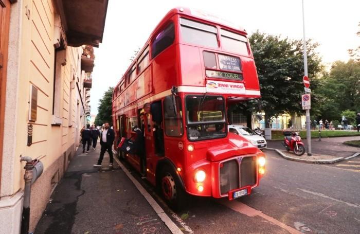 VOLLEY BERGAMO 1991 arrivo squadra con bus londinese