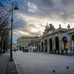 «La città illuminata» prende forma: nuove luci sul Sentierone e per i monumenti
