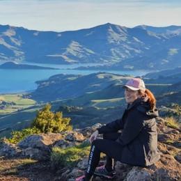 Orafa del legno in Nuova Zelanda La premier indossa i suoi orecchini