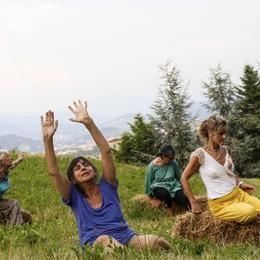 «Overtour»: la danza come atto poetico di liberazione del corpo e di sé, a tutte le età - Video