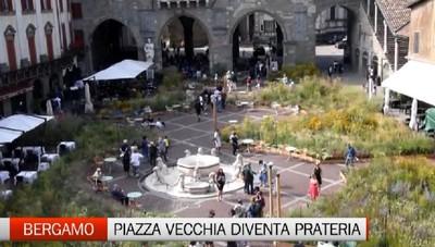Bergamo - Con I Maestri del Paesaggio Piazza Vecchia diventa una prateria