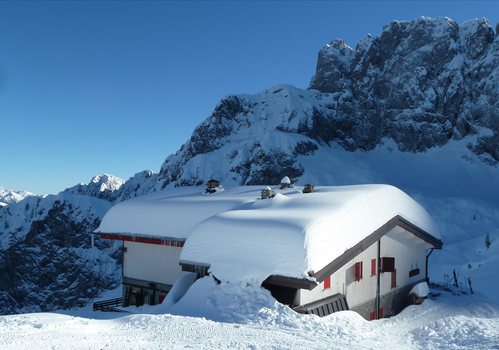 Yoga sulla neve al rifugio Albani