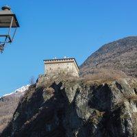 Dunque sei pratico anche della Valle d'Aosta :-) Ho davvero mangiato a Arnad pero' un bel piatto di tagliatelle, anche se non penso siano caratteristiche del luogo :-) Comunque la Valle d'Aosta ha un fascino di tradizioni e luoghi rimasti immutati, da tornare!