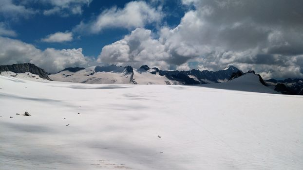 Il ghiacciaio dell'Adamello osservato speciale