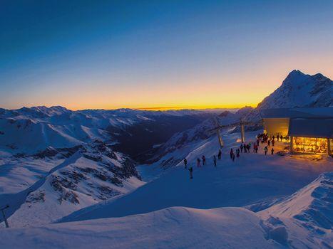 Sugli sci di notte e all'alba