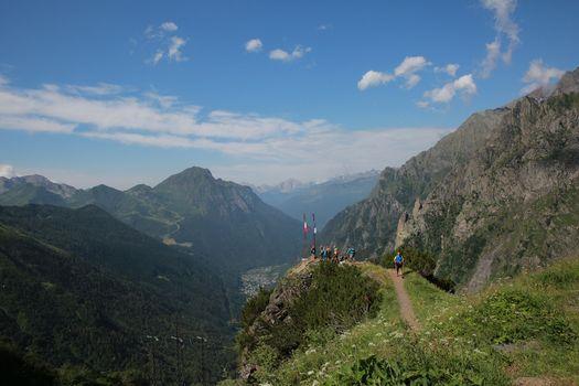 Sindaci e cicloescursionisti in campo con Save the mountains