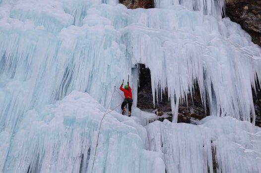 Ice Day, sabato stage di arrampicata su ghiaccio