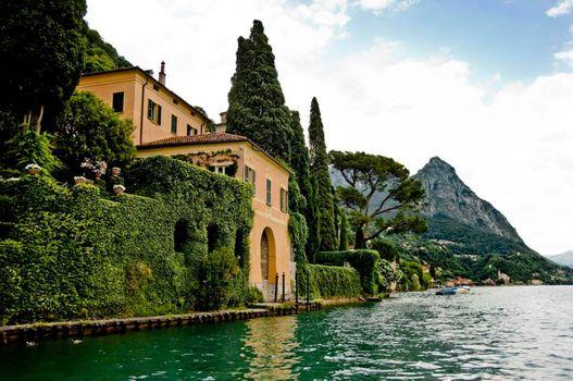 Sere Fai d'estate a villa Fogazzaro Roi