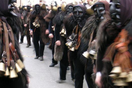 Carnevale, a Dossena si celebrano le maschere più antiche