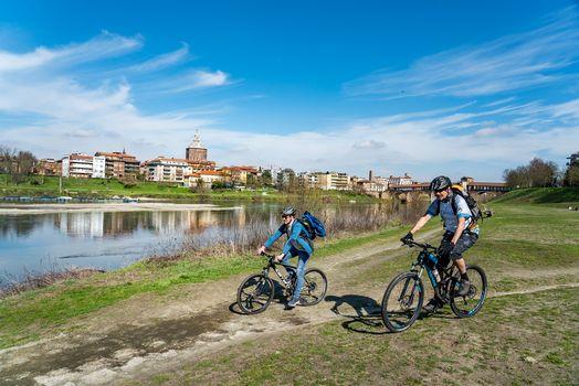Pavia, in bici lungo il Ticino
