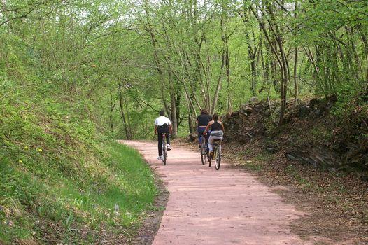 A Carlazzo escursione lungo la vecchia ferrovia