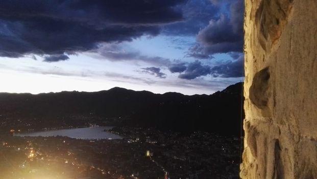 Baradello by night nei venerdì d'estate