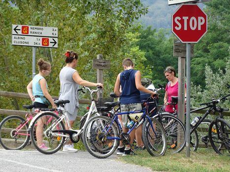 Ecco il Giro, tutti in bici da Alzano a Onore