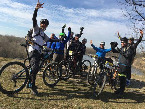 In mountain bike sulle rive dell'Oglio