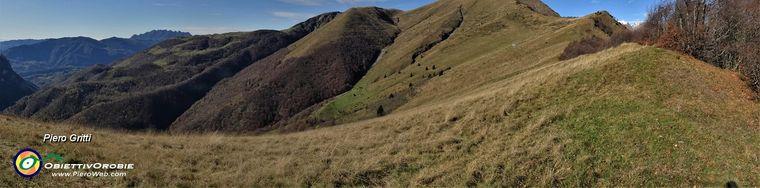 34500_40-in-decisa-salita-sul-sentierino-di-cresta-dal-passo-al-pizzo-baciamortijpg.jpg