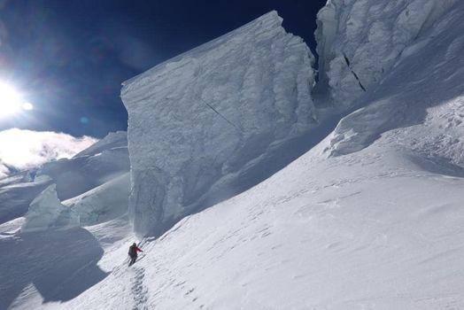 Manaslu, crepacci e nevicate per Simone Moro