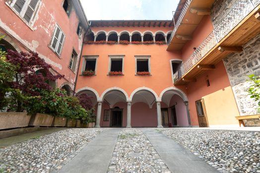 Storia e letteratura con Voci a palazzo
