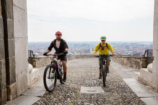 A Bergamo con BikeUp  si pedala tra città e colli
