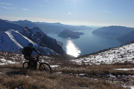 Con la mountain bike sulla corna Trentapassi