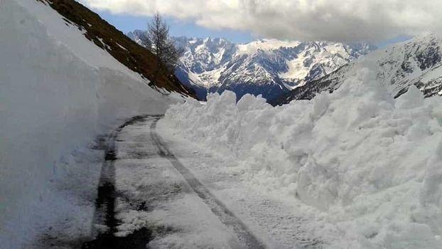 Nevica, chiudono alcuni passi alpini