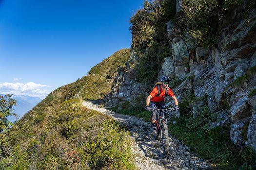 In bici sul monte Tamaro