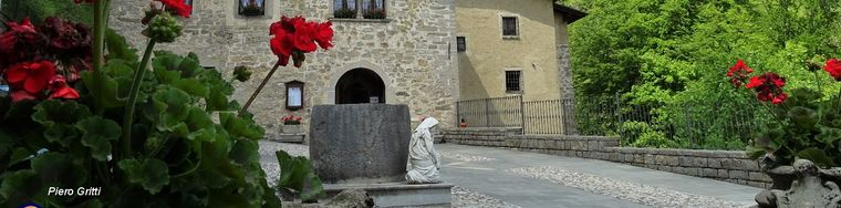 33026_85-santuario-madonna-del-perello-ingresso-nord-dalla-strada-con-parcheggiojpg.jpg