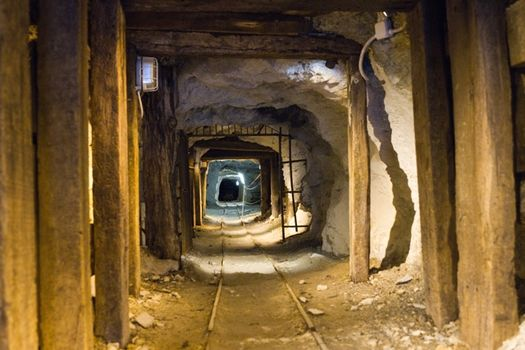 Una notte in miniera a Lanzada
