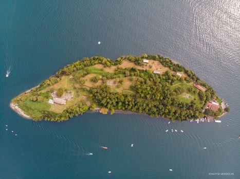 Nuova opera di Witthaus sul lago di Como. E' Insula nova