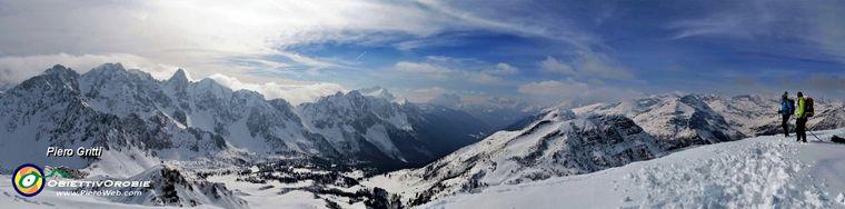 32391_47-panorama-dal-monte-campione-_2171-m_-a-sud_est-verso-la-val-di-scalvejpg.jpg